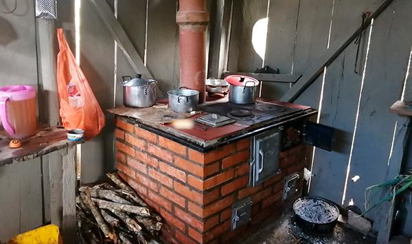 Entrega de estufas caseras ecoeficientes